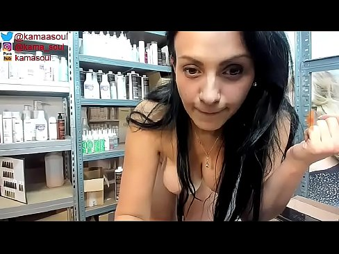 Clip sex This naughty girl play with a collegue at work - kamasoul