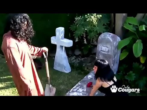 Luzy Miss Has Sex On Her Dead Mans Grave