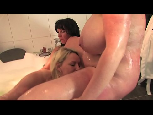 Free version - We like it while our husbands watch the game having fun in the tub