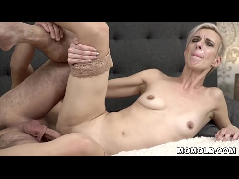 Clip sex Young cock filled mature pussy