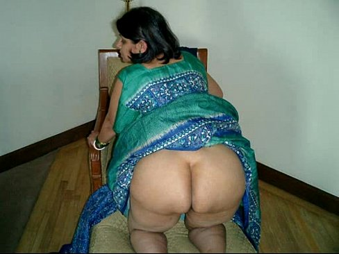 aunty nude indian saree