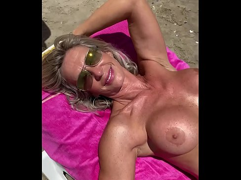 Clip sex Marina Beaulieu, 59 years old, playing with dildo in south  France