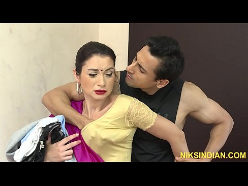 Clip sex The hot maid Kaanta Bai caught red handed and fucked hard in all her holes