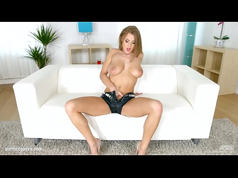 Clip sex Solo masturbation gonzo style by Viola Baileys on Give Me Pink