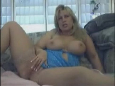 Naked wife gives deepthroat