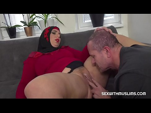 busty unfaithful muslim gets some vaginal fisting
