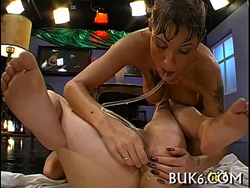Wet lesbian babes acquires group extreme pissing