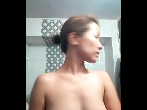 Woman accidentally goes live on Facebook before a shower  ENF