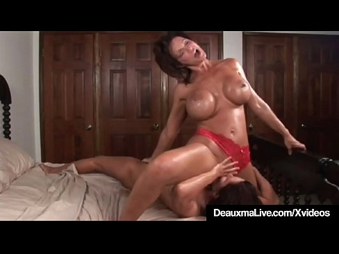 Horny Milf Deauxma Squirts in Magdalene els Mouth