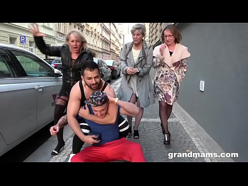 Clip sex Hardcore foursome with grannies gang