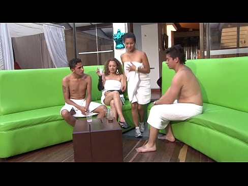 Clip sex Three amateur Colombian couples inexperienced in swinger sex meet to exchange their wives