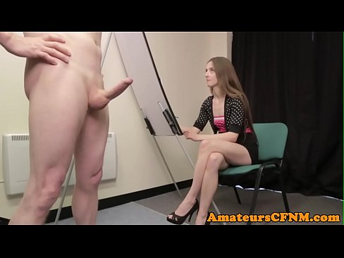 Clip sex Painting domina teasing her naked slave