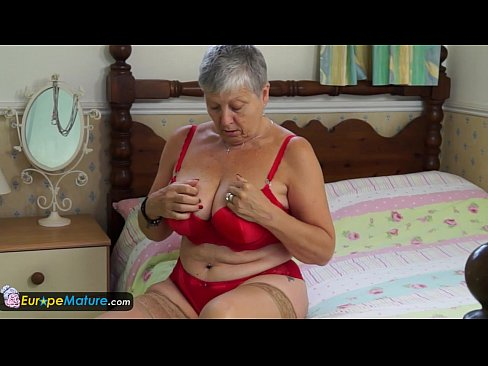 image Granny savana have to do it herself by europemature