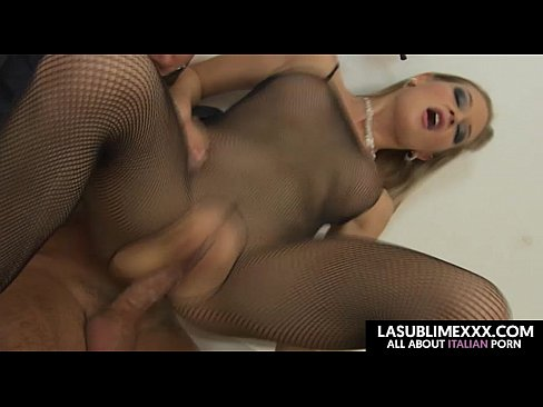 Threesome of dream! Anal sex with blonde and brunette ...