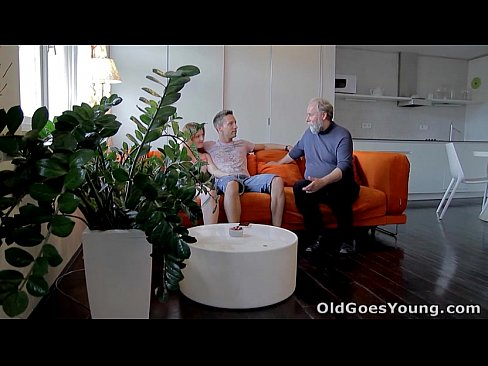 Clip sex Old Goes Young - Sveta and her man are casually laying around their living room