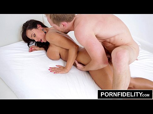 PORNFIDELITY – Lisa Ann Gets Collared and Fucked Hard
