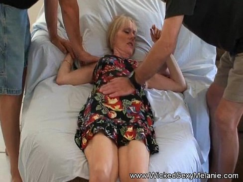 Clip sex Brother and Dad Tag Team Mom