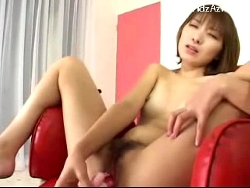 Jun slutty teen is fucking herself into orgasm foto