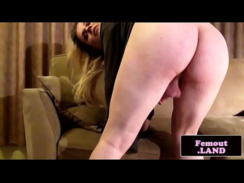 Trap beauty jerking off on the sofa's Thumb