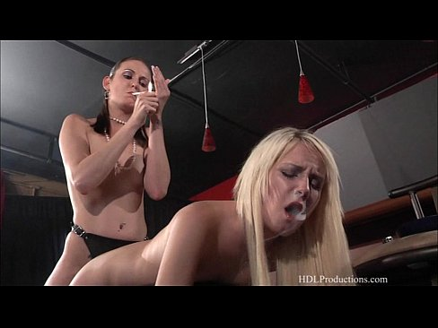 Alexia Sky & Hailey Young – Smoking Fetish at Dragginladies