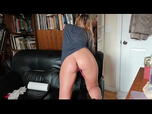 Clip sex BIGGEST NATURAL TITS I'VE EVER SEEN!!!! see her masturbating for tips on Cam-thots.com