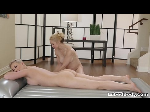 milf masseuse and her first female client - sarah vandella and ryan keely
