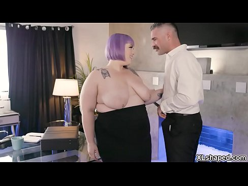 Clip sex Seductive plump secretary Seductive plump secretary flirts with her horny boss Charles Dera and they started a hot fucking session inside the office.