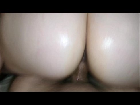 Clip sex Just back from Cancun, Mexico. Now take me upstairs and give me hard anal sex! Young MILF with big white ass demands to be fucked hard in her thick big booty. PAWG with phat ass loves being fucked hard. Real homemade POV hardcore porn. Oiled up & dirt