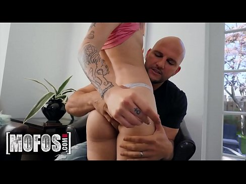 Clip sex Tattooed babe (Val Steele) get her pussy drilled by (Jmac) - Mofos
