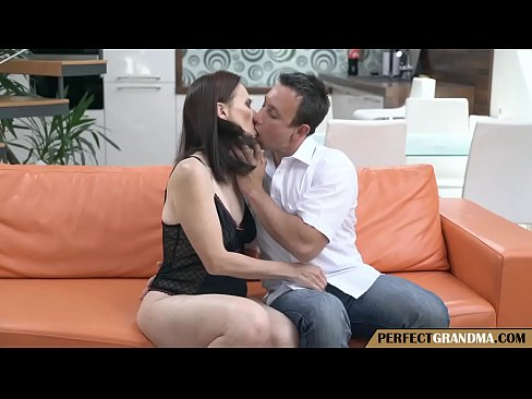 Clip sex checking her mature pussy