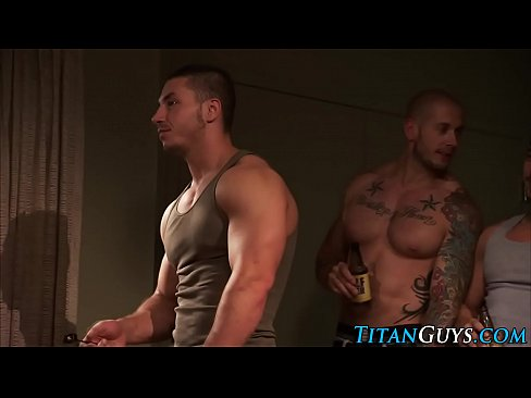 Muscly guy cum soaked