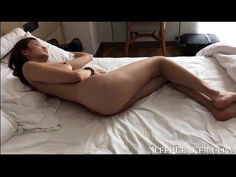 Clip sex Fucking a hot Japanese girl while sleeping (Miyuki Son)