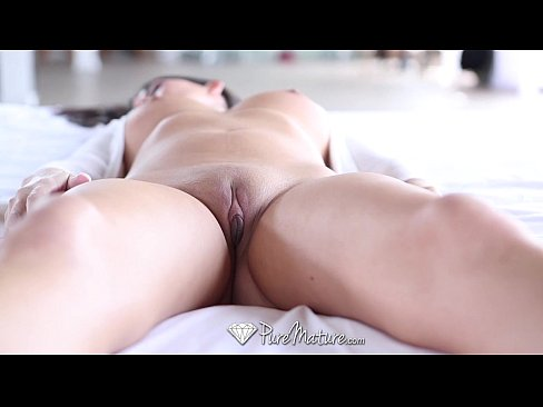 PureMature – Milf Nikki Daniels opens her pussy for a big cock