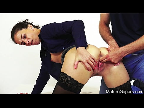 Hot MILF Ali Bordeaux gets her pussy hard-gaped and fucked in 4K - MatureGapers.com