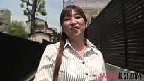 Japanese MILF Secretary Undresses For Lunchtime Quickie