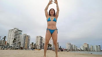 HOT WORKOUT OF THE SEXY GODDESS MILF ON THE BEACH OF GUAYAQUIL