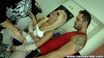 The great Ivana Sugar puts on makeup for her scene with Nacho Vidal and tries on the costumes. 10 min