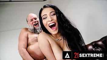 21 SEXTREME - Busty Babe Ava Black Lets Old Man Explore His Big Titty Addiction