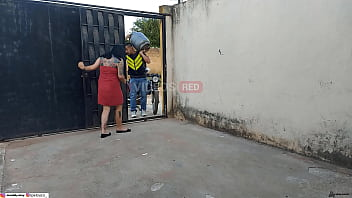 GAS DELIVERYER IS TAKEN BY THE MARRIED CLIENT AND THE CAMERA FLAGS THEM FLAGS ( full videos xvideos red ) 10 min