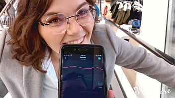 Blowjob in the chaning room - shopping in the mall goes wild - She swallows my cum in public