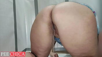 Extra wet pussy peeing