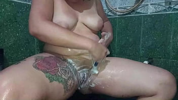 Colombian Teen Shaves Her Hairy Pussy And Caresses Her Shaved Vagina In The Shower