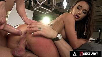 21 SEXTURY - Lana Roy Offers Up Her Holes For An INSANE Double-Stuffing!