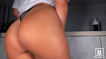 Pussy Fucking and Dancing in the Kitchen - Beauty Mia