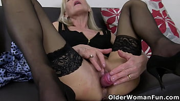 Older Lady Sextasy turns on massager on her clit