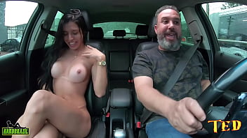 The boy who walked on the street had the big luck in the ride with a transsexual - Riane Mello - Vinny Kabuloso