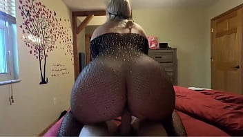 Fat Ass Dirty Talking MILF Takes A Long Cock In Her Butt And Get Covered In Cum