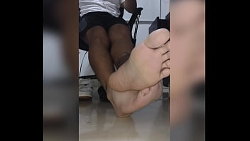 Student shows his FEET while in virtual classes