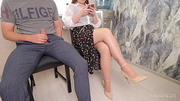 Pulled out a dick in front of a luxury girl in waiting room. I'm shocked by her reaction
