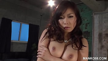 Clip sex Busty Asian MILF has a toy collection